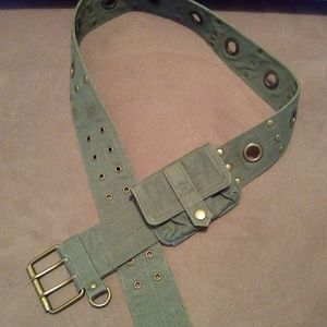 Casual hip- hugger fabric belt